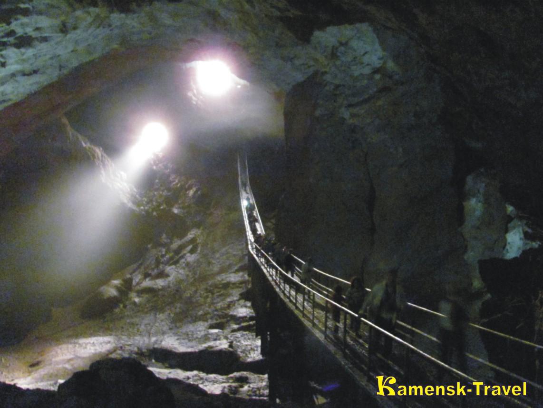вид внутри новоафонской пещеры в новом афоне