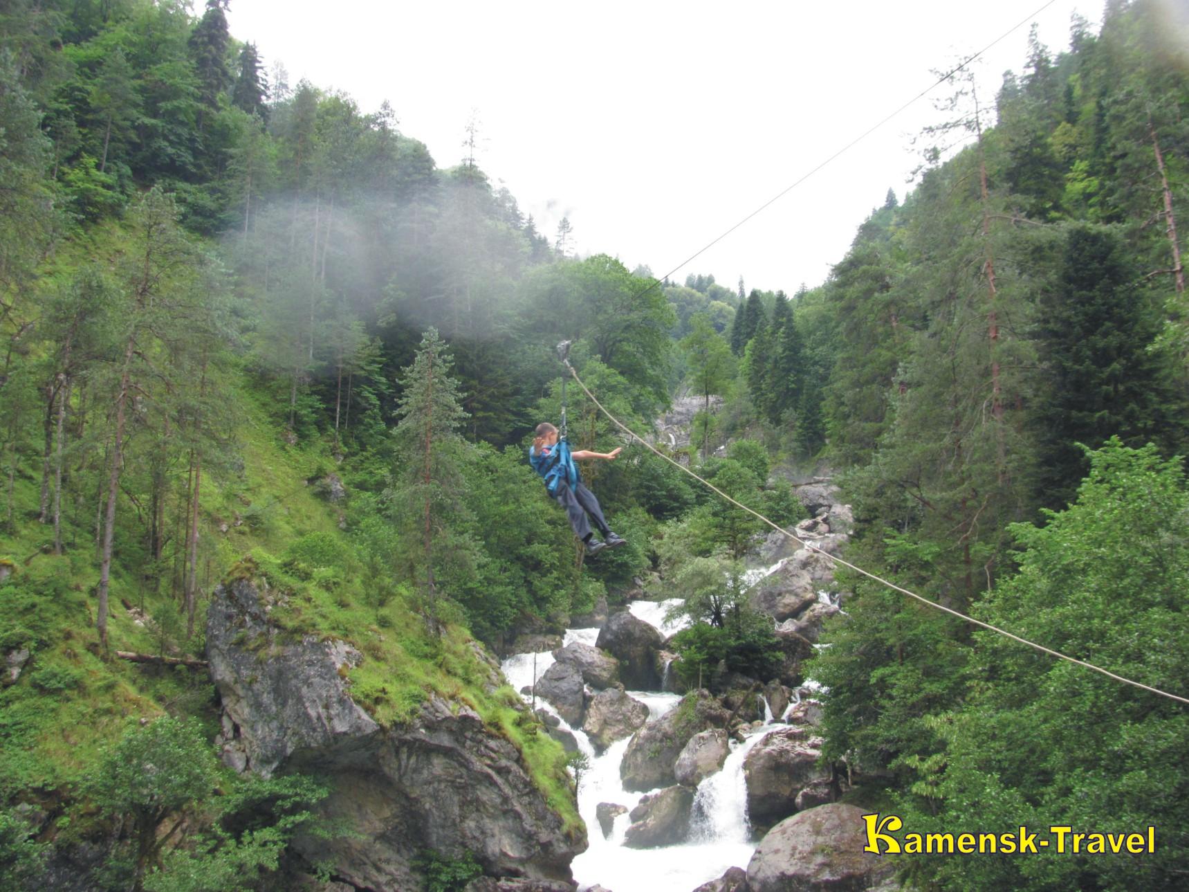 водопад влюбленных по дороге на рицу