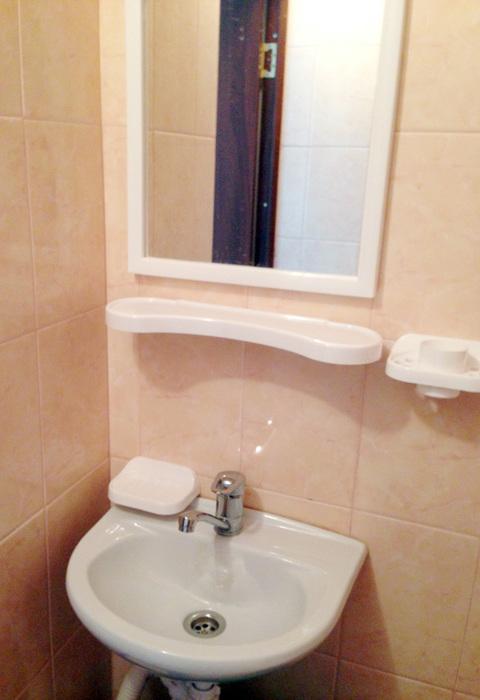 туалет в отеле Лулу